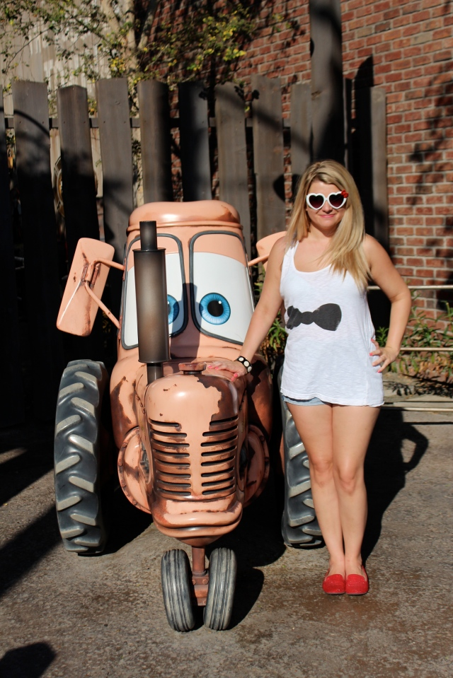 Hanging here with Mater. Also, I had a bipolar moment half way through the day and decided to play with the shirt being tucked in. There were pros and cons to both.