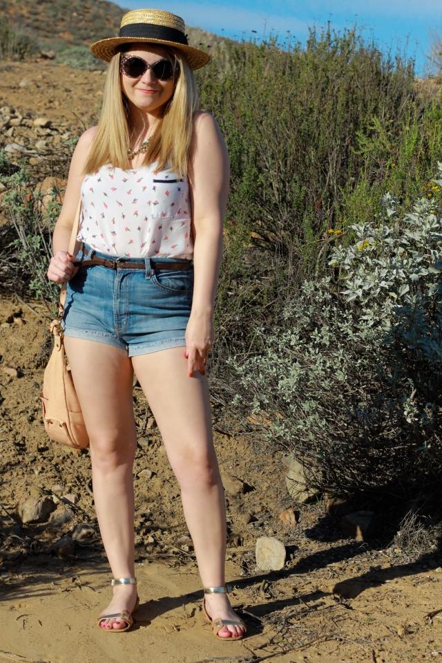 Hat: H&M Top: Splendid Shorts: 7 For All Mankind Bag: Chloe Sandals: Elizabeth and James Sunglasses: Stella Mcartney